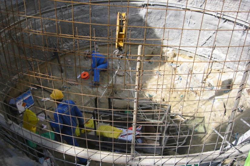 Excavación del túnel de carga y de la chimenea de equilibrio de la central de Arroibar, en el río Lérez, Pontevedra