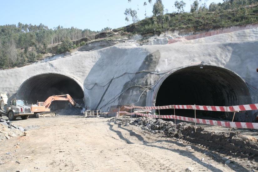 Construction du tunnel de Covelo