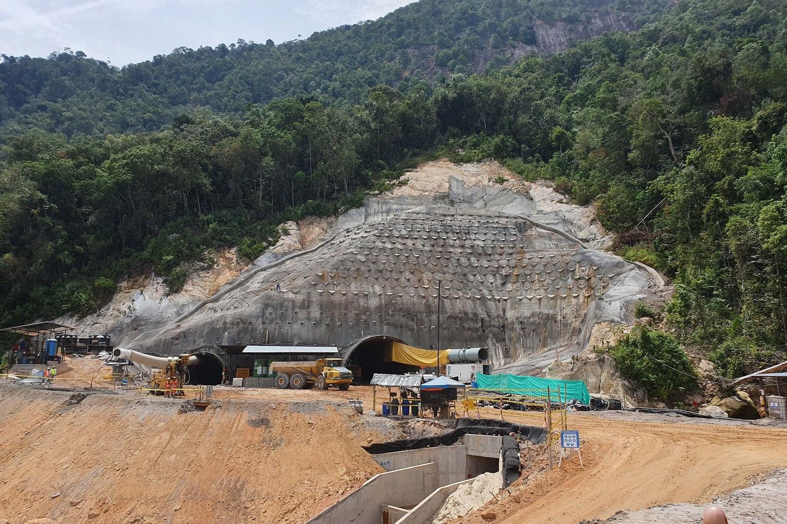 La Paz Tunnel (construction)
